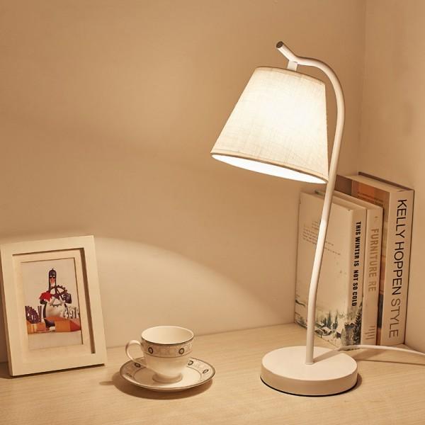 Kreative Schlafsaal Tischlampe Nordic Schreibtisch LED Augenschutz Schreibtischlampe Student Schlafzimmer warme Nachttischlampe
